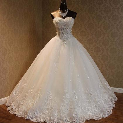 Lace Appliqués Tulle Wedding Gown ..