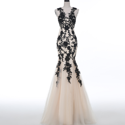 Champagne Trumpet Tulle Evening Dress Featuring Black Lace Appliqués